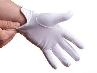 Tightly fit golf glove